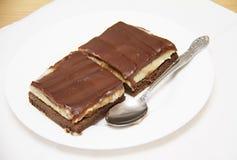 Κέικ σοκολάτας, δύο κομμάτια του κέικ Στοκ φωτογραφία με δικαίωμα ελεύθερης χρήσης