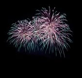 Κέικ σοκολάτας κερασιών, διάφοροι τύποι επιδορπίων και ζυμών, πυροτεχνήματα στο νέο έτος και το διαστημικό αφηρημένο υπόβαθρο δια στοκ φωτογραφία