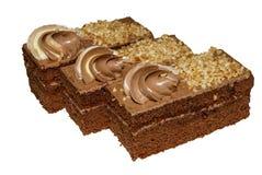 Κέικ σοκολάτας με ένα λεπτό κέικ σφουγγαριών και μια βουτύρου κρέμα στοκ εικόνες