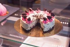 Κέικ σοκολάτας με ολόκληρα τα μπισκότα Στοκ Εικόνες