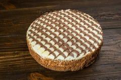 Κέικ σοκολάτας με την κρέμα, κέικ σοκολάτας με ένα κομμάτι περικοπών και BL Στοκ Εικόνα