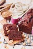 Κέικ σοκολάτας με τον καφέ και τα αμύγδαλα στοκ φωτογραφία με δικαίωμα ελεύθερης χρήσης