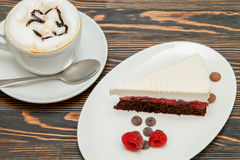 Κέικ σοκολάτας με τα κεράσια Στοκ φωτογραφία με δικαίωμα ελεύθερης χρήσης
