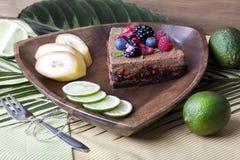 Κέικ σοκολάτας με τα μούρα Στοκ φωτογραφίες με δικαίωμα ελεύθερης χρήσης