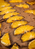 Κέικ σοκολάτας με τα πορτοκάλια Στοκ φωτογραφία με δικαίωμα ελεύθερης χρήσης