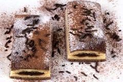Κέικ σοκολάτας με το κακάο και τη σοκολάτα Στοκ φωτογραφία με δικαίωμα ελεύθερης χρήσης