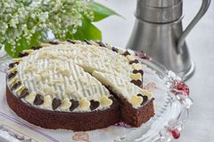 Κέικ σοκολάτας στη στάση κέικ Στοκ Εικόνα