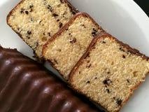 Κέικ σοκολάτας στο πιάτο Στοκ φωτογραφίες με δικαίωμα ελεύθερης χρήσης