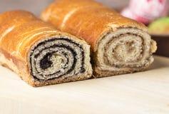 Κέικ σπόρου και ξύλων καρυδιάς παπαρουνών Στοκ Εικόνες
