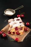 Κέικ σφουγγαριών κερασιών Στοκ Φωτογραφία