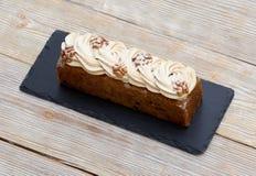 Κέικ σφουγγαριών με την κρέμα καφέ Στοκ Εικόνες