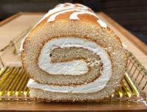 Κέικ σφουγγαριών με την κρέμα Στοκ Εικόνες