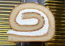 Κέικ σφουγγαριών με την κρέμα Στοκ εικόνες με δικαίωμα ελεύθερης χρήσης