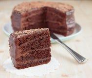 Κέικ σφουγγαριών σοκολάτας με τη σοκολάτα buttercream Στοκ φωτογραφίες με δικαίωμα ελεύθερης χρήσης