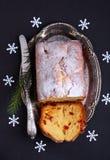 Κέικ της Apple με τα ξύλα καρυδιάς Στοκ φωτογραφίες με δικαίωμα ελεύθερης χρήσης