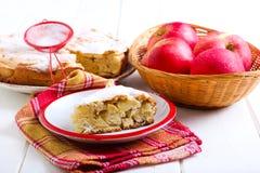 Κέικ της Apple με τη ζάχαρη τήξης Στοκ Εικόνες