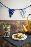 Κέικ της Apple με τη μέντα με το τσάι Στοκ Εικόνες