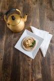 Κέικ της Apple με τη μέντα με το τσάι Στοκ εικόνα με δικαίωμα ελεύθερης χρήσης