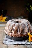 Κέικ της Apple με τις σταφίδες στο λούστρο ζάχαρης Στοκ Εικόνες