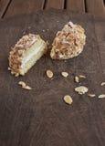 Κέικ της Sara Κέικ σφουγγαριών Genoise με τα αμύγδαλα Στοκ Εικόνα