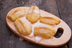 Κέικ τη Madeleine που χύνεται fondant ζάχαρης Στοκ εικόνες με δικαίωμα ελεύθερης χρήσης