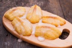 Κέικ τη Madeleine που χύνεται fondant ζάχαρης Στοκ Εικόνες