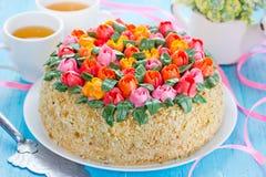 Κέικ τουλιπών buttercream Κέικ άνοιξης, κέικ ημέρας μητέρων ` s, ανατολή Στοκ Φωτογραφίες