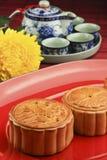Κέικ φεγγαριών σε ένα κόκκινο πιάτο Στοκ Εικόνα