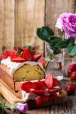 Κέικ φραουλών, επιδόρπιο φρούτων διακοπών στοκ εικόνες