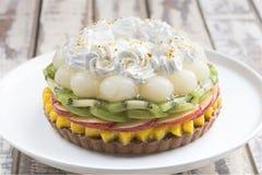 Κέικ φρούτων μιγμάτων στοκ φωτογραφία