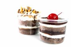 Κέικ φλυτζανιών σοκολάτας καρυδιών των δυτικών ανακαρδίων και σοκολάτας κερασιών Στοκ Εικόνα