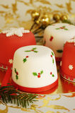 Κέικ Χριστουγέννων που διακοσμούνται με fondant Στοκ Εικόνες