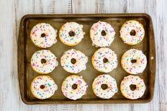 Κέικ Donuts στο τηγάνι φύλλων Στοκ Εικόνα