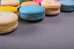 Κέικ macaron ή macaroon ζωηρόχρωμα μπισκότα Στοκ Φωτογραφία