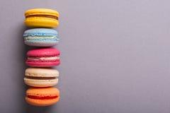 Κέικ macaron ή macaroon ζωηρόχρωμα μπισκότα Στοκ φωτογραφίες με δικαίωμα ελεύθερης χρήσης