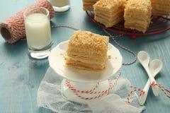 Κέικ Napoleon – κέικ στρώματος από τη ζύμη ριπών με την κρέμα κρέμας Στοκ Φωτογραφία