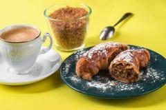 Κέικ Wallnut, φλυτζάνι του coffe, ζάχαρη Στοκ φωτογραφίες με δικαίωμα ελεύθερης χρήσης