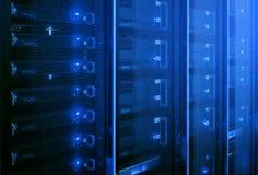 Κέντρο δεδομένων, δωμάτιο κεντρικών υπολογιστών στοκ φωτογραφία με δικαίωμα ελεύθερης χρήσης