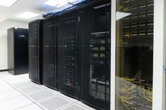 Κέντρο δεδομένων, δωμάτιο κεντρικών υπολογιστών Στοκ εικόνα με δικαίωμα ελεύθερης χρήσης