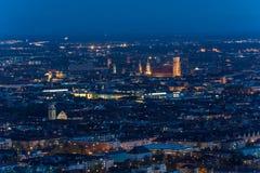Κέντρο πόλεων και το Frauenkirche στο Μόναχο, Γερμανία τη νύχτα Στοκ Εικόνες