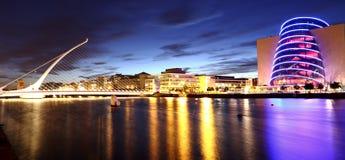 Κέντρο Συνθηκών και γέφυρα του Samuel Beckett Στοκ φωτογραφίες με δικαίωμα ελεύθερης χρήσης
