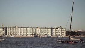 Κέντρο της Άγιος-Πετρούπολης, Ρωσία: Ποταμός Neva, κρατικό ερημητήριο απόθεμα βίντεο