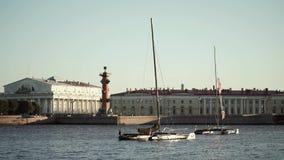 Κέντρο της Άγιος-Πετρούπολης, Ρωσία: Ποταμός Neva απόθεμα βίντεο