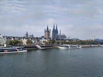 Κέντρο της Κολωνίας και ποταμός του Ρήνου Στοκ Εικόνες