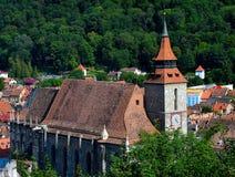 Κέντρο της παλαιάς κωμόπολης της μαύρης εκκλησίας Transilvania, Ρουμανία πόλεων Brasov Στο υπόβαθρο μπορείτε να δείτε το βουνό 95 στοκ φωτογραφία
