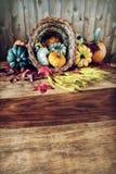 Κέρας της Αμαλθιας στον πίνακα συγκομιδών Στοκ Φωτογραφίες