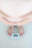 Κέρδος βάρους κατά τη διάρκεια της έννοιας εγκυμοσύνης στοκ εικόνα