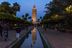 Κήποι μουσουλμανικών τεμενών Koutoubia στο Μαρακές, Μαρόκο Στοκ εικόνα με δικαίωμα ελεύθερης χρήσης