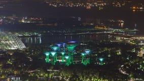 Κήποι της Σιγκαπούρης με το νύχτα-σφάλμα σκαφών Κάνετε πανοραμική λήψη προς τα πάνω απόθεμα βίντεο