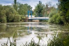 Κήποι Jephson γεφυρών για πεζούς σιδηρουργείων στοκ εικόνες με δικαίωμα ελεύθερης χρήσης
